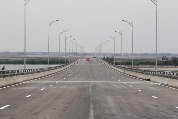 Cho phép phương tiện lưu thông qua cầu Cửa Hội dịp Tết Nguyên đán ảnh 5