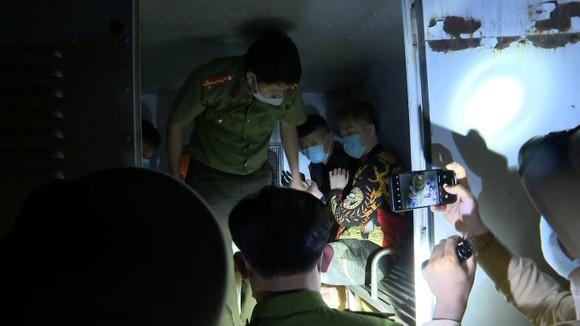 Bắt 2 đối tượng quốc tịch Trung Quốc bỏ trốn khỏi khu cách ly tập trung  ảnh 2