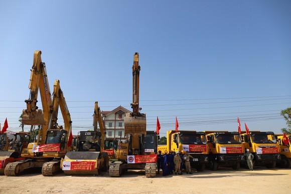 Khởi công dự án cao tốc Bắc Nam đoạn Diễn Châu - Bãi Vọt ảnh 1