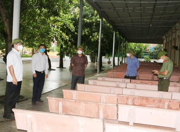 Lãnh đạo tỉnh Hà Tĩnh và ngành chức năng kiểm tra, bàn phương án cấp bách phòng, chống dịch trên địa bàn huyện Lộc Hà