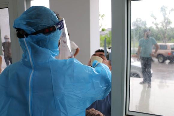Hà Tĩnh mở rộng điều tra dịch tễ, lập danh sách những người tiếp xúc gần với bệnh nhân Covid-19 ảnh 3