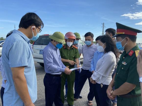 Hà Tĩnh phong tỏa 2 thôn vì phát hiện một trường hợp nghi mắc Covid-19 trong cộng đồng  ảnh 4