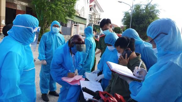Hà Tĩnh phong tỏa 2 thôn vì phát hiện một trường hợp nghi mắc Covid-19 trong cộng đồng  ảnh 1
