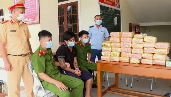 Phạm Minh Đức cùng tang vật bị thu giữ