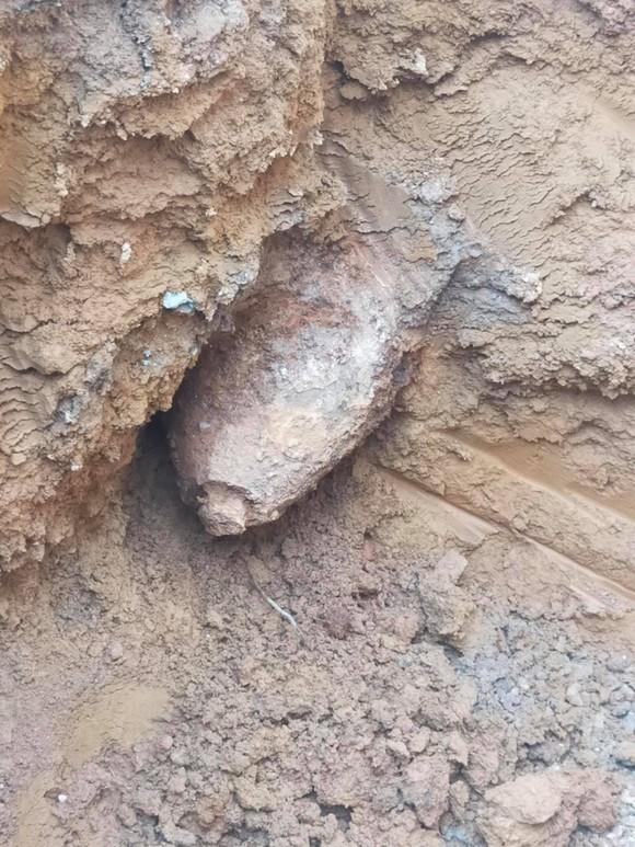 Hà Tĩnh: Liên tiếp phát hiện 2 quả bom nằm dưới lòng đất  ảnh 2