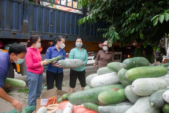 Người dân miền núi Hà Tĩnh tiếp tục quyên góp gần 120 tấn hàng hóa ủng hộ TPHCM và các tỉnh phía Nam ảnh 8