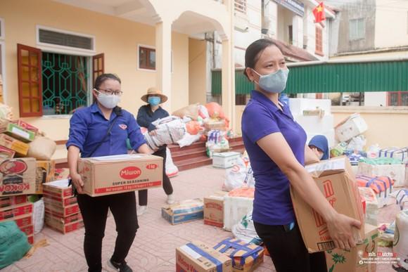 Người dân miền núi Hà Tĩnh tiếp tục quyên góp gần 120 tấn hàng hóa ủng hộ TPHCM và các tỉnh phía Nam ảnh 9