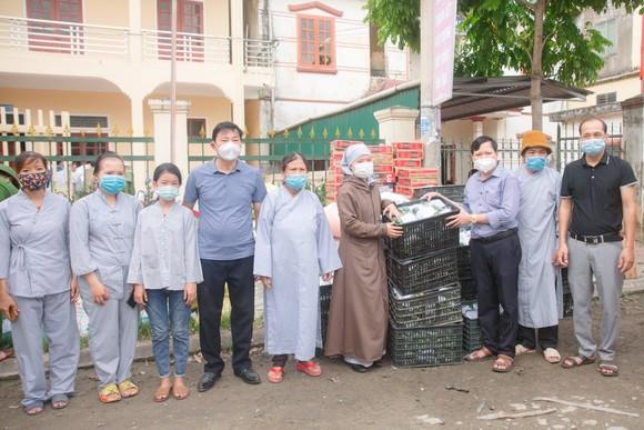 Người dân miền núi Hà Tĩnh tiếp tục quyên góp gần 120 tấn hàng hóa ủng hộ TPHCM và các tỉnh phía Nam ảnh 13