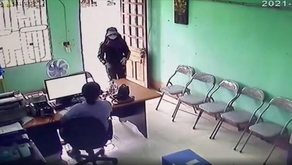 Bắt nghi phạm dùng dao khống chế nhân viên quỹ tín dụng liên xã để cướp tài sản ảnh 1