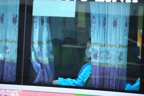 Hà Tĩnh đón gần 400 người dân từ TPHCM và các tỉnh phía Nam về quê bằng máy bay ảnh 12