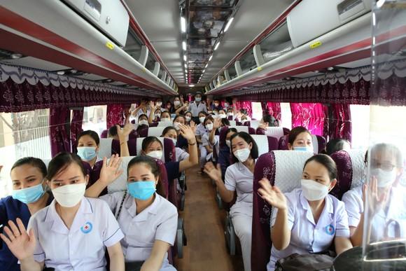 Hà Tĩnh cử 152 cán bộ, nhân viên y tế hỗ trợ tỉnh Nghệ An phòng, chống dịch Covid-19 ảnh 1