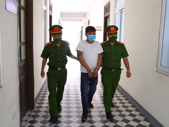 Hà Tĩnh: Khởi tố đối tượng vi phạm quy định phòng dịch, chống người thi hành công vụ ảnh 1