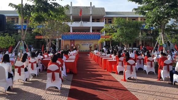 Sáng 5-9-2021, lễ khai giảng năm học mới 2021-2022 ở tỉnh Hà Tĩnh đã được tổ chức tại Trường THCS Lê Văn Thiêm và được truyền hình trực tiếp