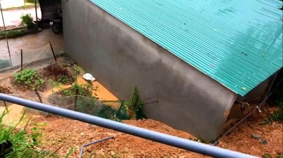 Hà Tĩnh: Sạt lở đất đồi làm sập tường nhà dân, 1 cháu bé bị gãy chân ảnh 6