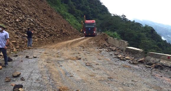 Thông tuyến Quốc lộ 8A lên cửa khẩu quốc tế Cầu Treo ảnh 4
