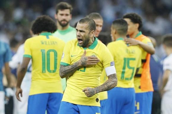 Đánh bại Peru với 10 người, Brazil vô địch Nam Mỹ sau 12 năm ảnh 1