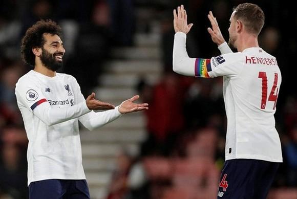 Những trụ cột như Jordan Henderson hay Mohamed Salah được duy trì thể trạng tốt đang giúp Liverpool. Ảnh: Getty Images