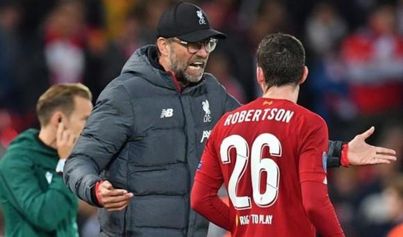 HLV Jurgen Klopp nổi nóng ở lượt đi, lần này các hậu vệ Liverpool phải làm tốt hơn. Ảnh: Getty Images