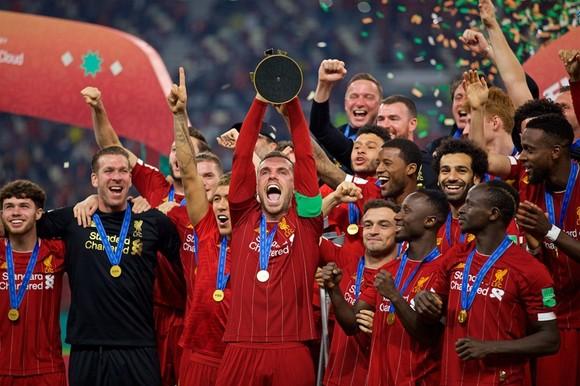 Liverpool sẽ còn mạnh hơn khi ngực trái xuất hiện thương hiệu tài trợ mới từ mùa tới. Ảnh: Getty Images