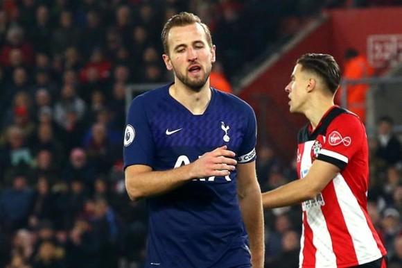 Mất Harry Kane gần hết giải là cú sốc quá lớn với Tottenham. Ảnh: Getty Images
