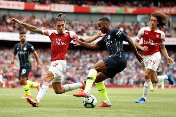 Man.City - Arsenal sẽ là trận cầu hâm nóng cho ngày trở lại. Ảnh: Getty Images