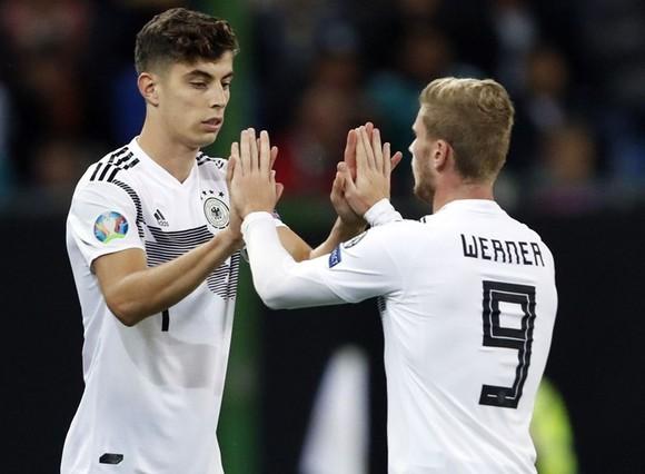 Kai Havertz (trái) và Timo Werner sẽ là đồng đội từ tuyển Đức đến Chelsea? Ảnh: Getty Images