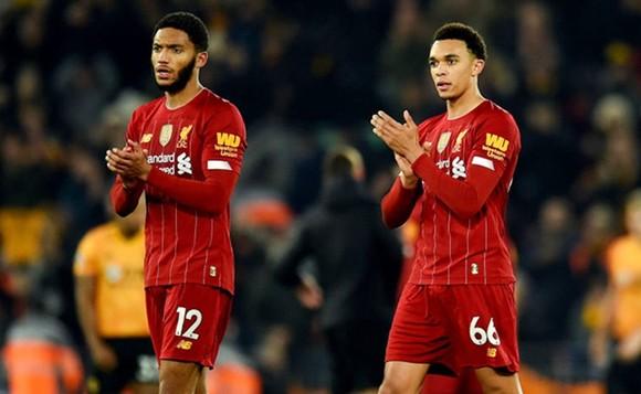 Liverpool mất 2 trụ trột phòng ngự Trent Alexander-Arnold (phải) và Joe Gomez trong vòng vài ngày. Ảnh: Getty Images