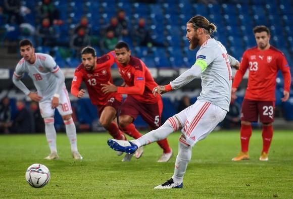 Pháp, Đức tỏa sáng, Ramos khốn khổ trong ngày chạm cột mốc lịch sử ảnh 1