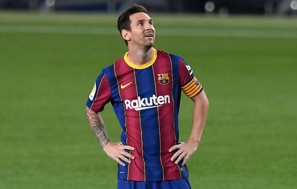 Lionel Messi cho thấy đã không còn cam kết với Barca. Ảnh: Getty Images