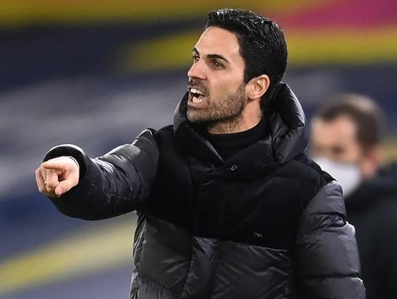"""HLV Arteta nổi nóng khi Arsenal là """"vua"""" thẻ đỏ ảnh 1"""