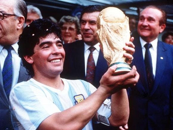 """Thế giới tiếc thương """"Cậu bé vàng"""" Diego Maradona ảnh 2"""