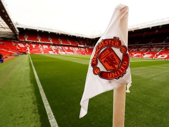 Sân Old Trafford của Man.United vẫn phải trong tình trạng vắng lặng.
