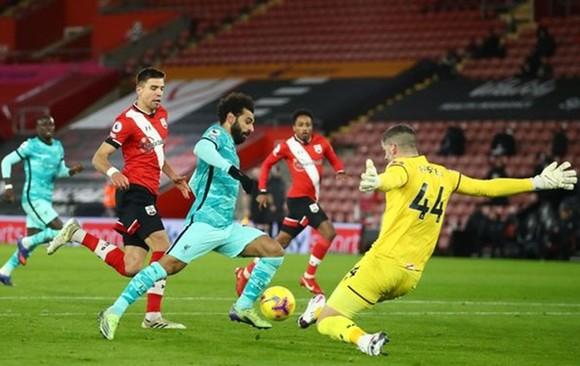 Danny Ings ghi bàn đẩy đội bóng cũ Liverpool vào khó khăn ảnh 1