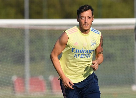 Arsenal rõ ràng muốn Mesut Oezil đi càng nhanh càng tốt.