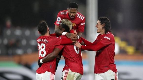 Cân bằng kỷ lục sân khách, Man.United đòi lại ngôi đầu ảnh 1