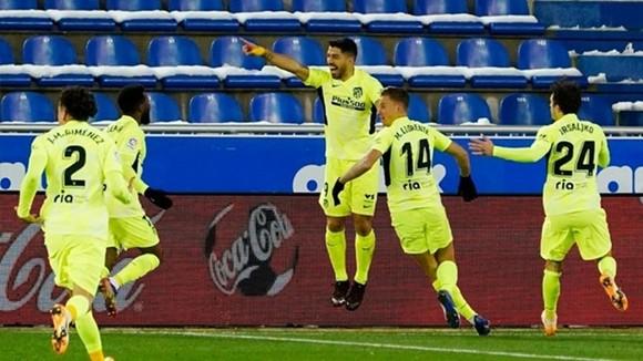 Suarez ghi cú đúp giúp Atletico xây chắc ngôi đầu ảnh 1
