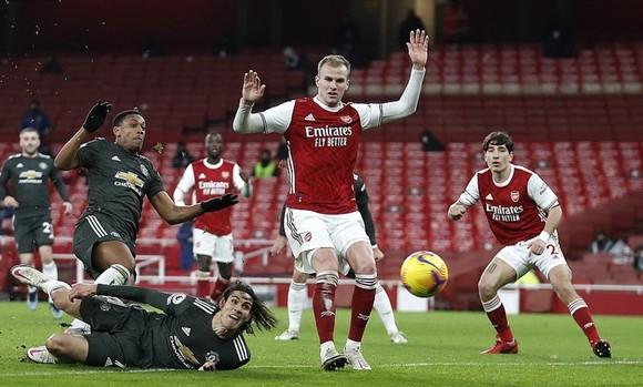 Man.City tách tốp sau khi Man.United hòa Arsenal ảnh 1