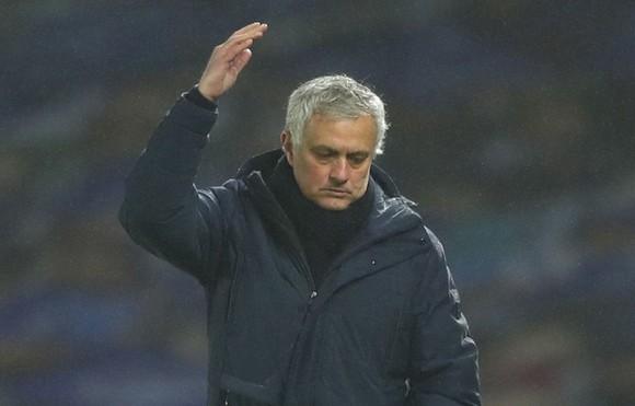 HLV Jose Mourinho bất lực ngăn đà sa sút của Tottenham. Ảnh: Getty Images
