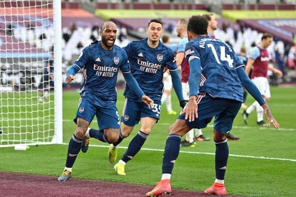"""Tottenham quật khởi, Arsenal chìm trong """"ác mộng""""  ảnh 1"""