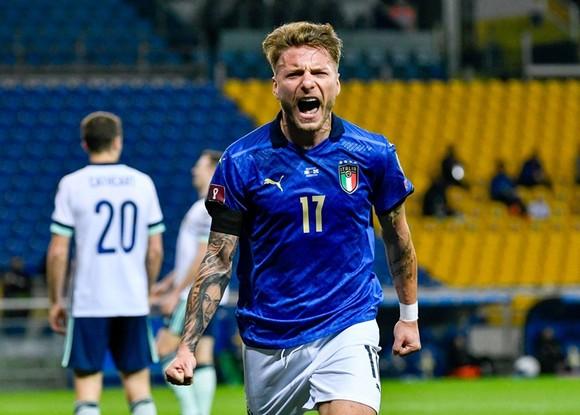 World Cup 2022: Italy khởi đầu chiến thắng, Azzurri nối dài mạch bất bại ảnh 1