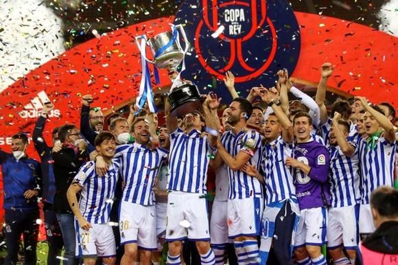 Sociedad nâng cao danh hiệu lớn lần đầu tiên kể từ năm 1987.