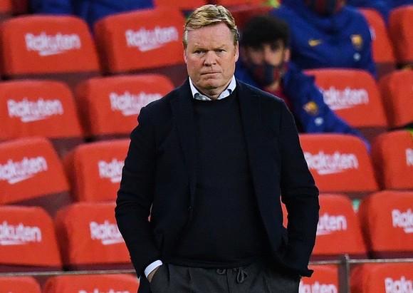 HLV Ronald Koeman luôn phải đối mặt với sự hoài nghi tại Barca. Ảnh: Getty Images