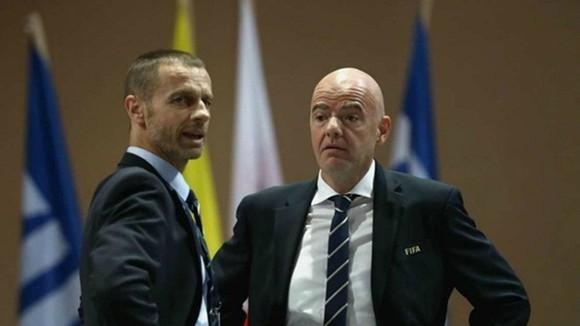 Chủ tịch FIFA, Gianni Infantino (phải) và Chủ tịch UEFA, Aleksander Ceferin vừa nhận được yêu cầu đàm phán.