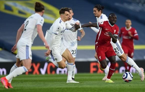 Liverpool chỉ giành 1 điểm sau trận hòa 1-1 tại Leeds United.