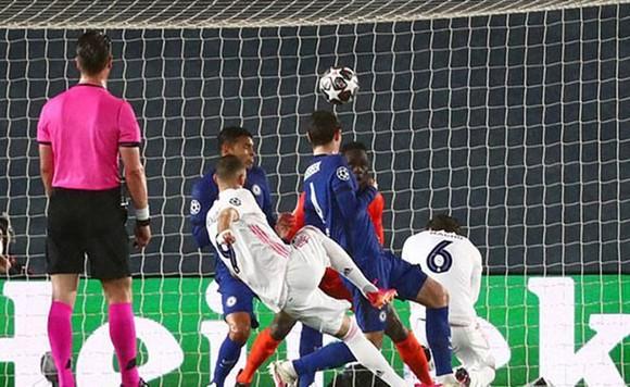 Pulisic ghi bàn lịch sử giúp Chelsea hòa tại Real  ảnh 1