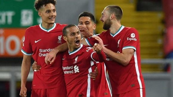 Thiago phấn khích sau bàn ấn định chiến thắng. Ảnh: Getty Images
