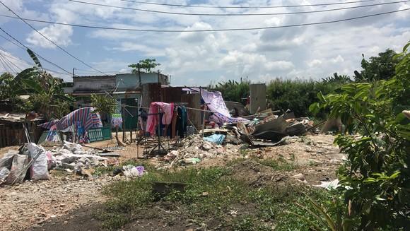 """Nhiều hộ dân sống trong cảnh tạm bợ, lụp xụp do """"mắc kẹt"""" dự án suốt 20 năm qua tại xã Bình Hưng, huyện Bình Chánh, TPHCM"""