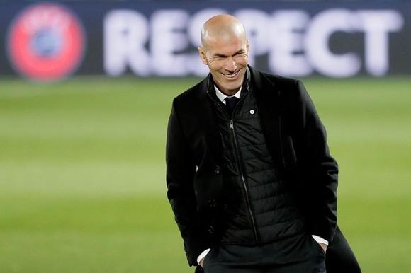 HLV Zinedine Zidane bóng gió có thể chia tay Real Madrid vào cuối mùa giải này. Ảnh: Getty Images