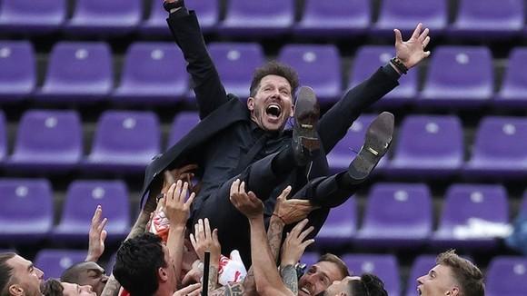 Atletico đăng quang danh hiệu La Liga sau 7 năm ảnh 1