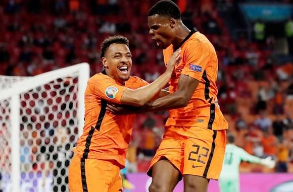 Hà Lan - Áo 2-0: Dumfries lại ghi dấu ấn, Hà Lan chắc ngôi đầu ảnh 1